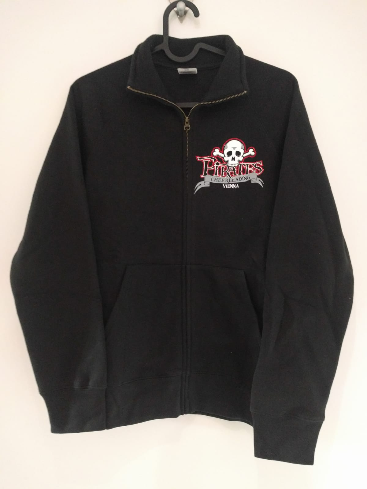 zipper-hoodie-schwarz-mit-Druck-front